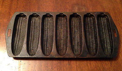 Vintage-Cast-Iron-Cornbread-Pan-7-Corn-Sticks